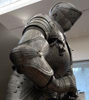 """Armure dite de """"François 1er"""" arme de défense du XIVe siècle fabriquée dans le sud de l'Allemagne"""
