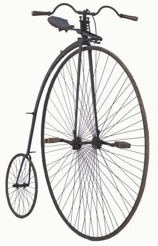 Grand-bi à suspensions Angleterre, vers 1874 Dépôt du Musée national de la Voiture et du Tourisme de Compiègne